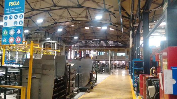 100W线条LED工矿灯用于墨西哥大型货仓节能改造项目