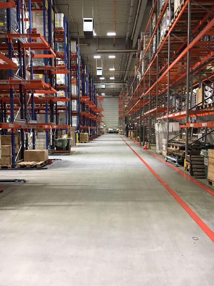 我司150W线条工矿灯用于德国大型货仓